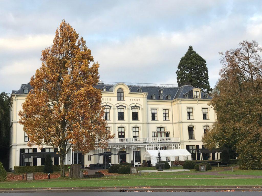 Foto van Hotel Villa Ruimzicht te Doetinchem genomen vanaf de voorkant.