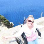 Manon op het meest noordelijke punt van Mallorca, Cap de Formentor.